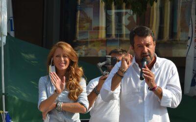 Salvini accolto da star a Legnano: «Qui vinciamo subito»